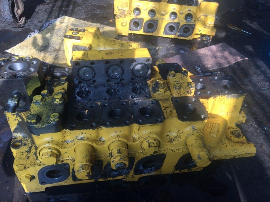 تعمیر و سرویس شیرکنترل کوماتسوpc800-7